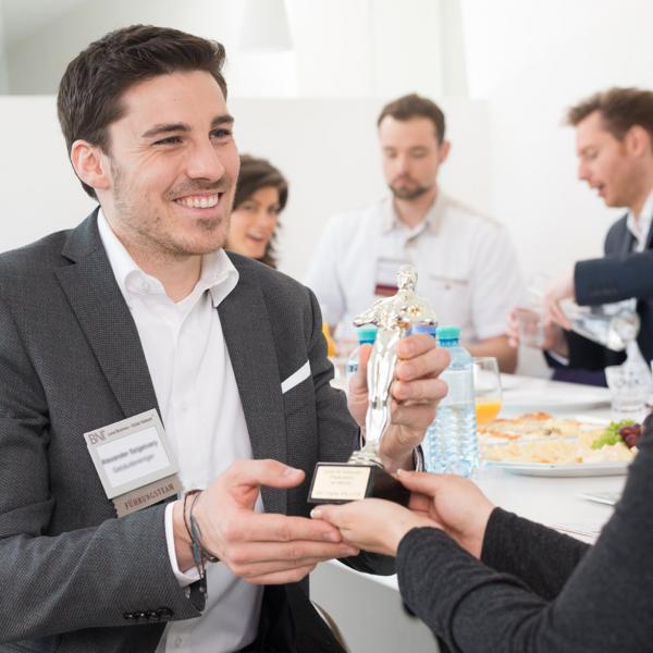 Unternehmerfrühstück: Kontakte und Weiterempfehlungen für Frühaufsteher