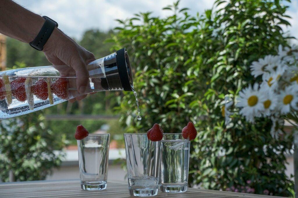 Viel Wasser bei der Hitze trinken - Vitalstoffe sind wichtig dazu!