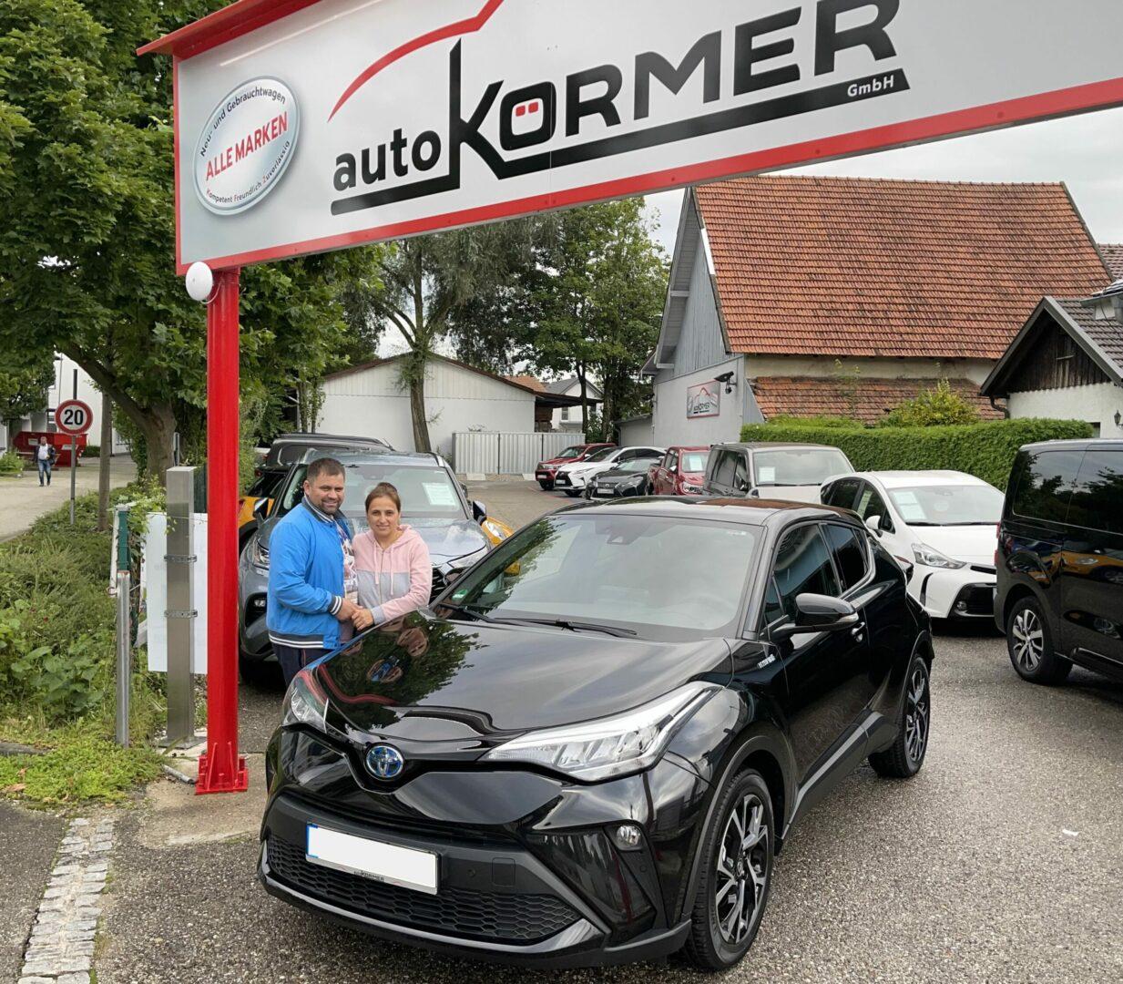Wir gratulieren Frau Burlacu zu Ihrem neuen Toyota C-HR Hybrid