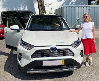 Wir gratulieren Frau Tatjana Chiwitt-Oberhammer Ihrem neuen Toyota RAV4 Hybrid 4x4 Lounge
