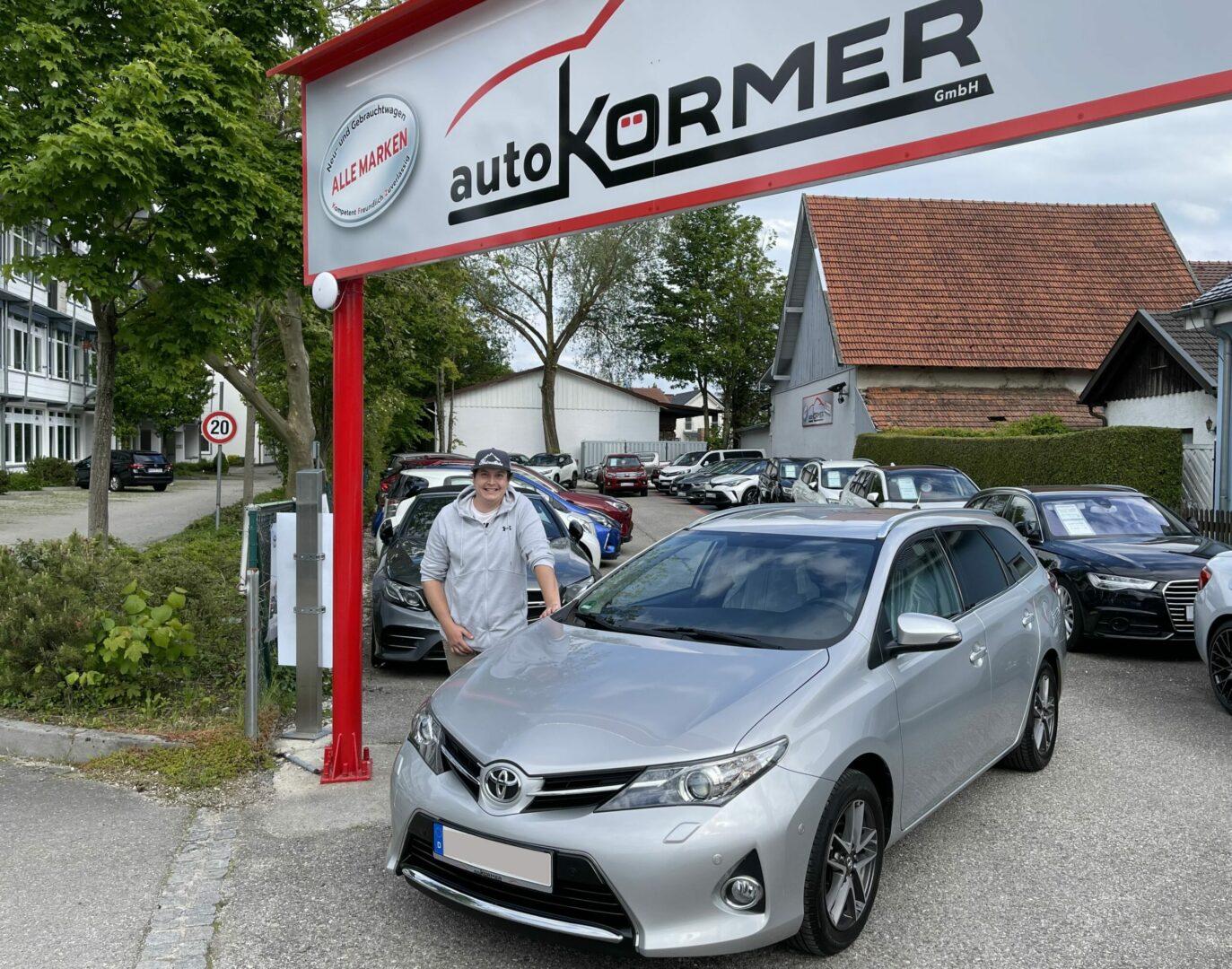 Wir gratulieren Herr Röllinger zu seinem neuen Toyota Auris Touring Sports