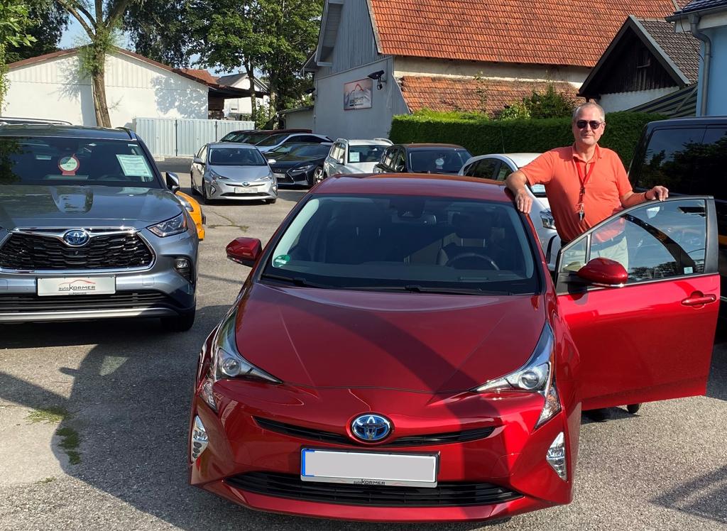 Wir gratulieren Herrn Böhnke zu seinem neuen Toyota Prius.