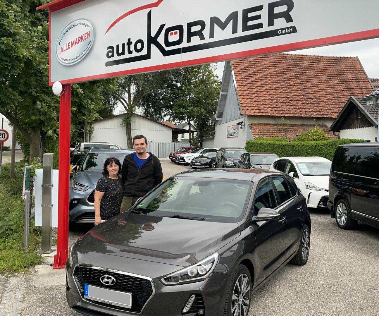 Wir gratulieren Herrn Borger zu seinem neuen Hyundai i30.